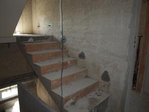 svštýlka na schodišti před fajnovou