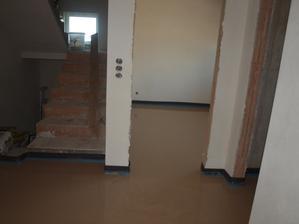 zalitá podlaha, chodba, pracovna, wc