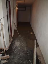 betonování podlahy ve sklepě