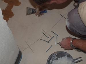 oprava prasklin na chodbě
