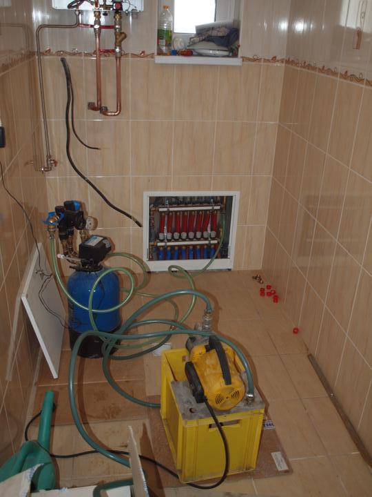 Domeček pokračování vnitřku, jak šel čas - filtrace vody v trubkách a budeme topit