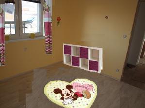 Když už nebude ten první kvítkový koberec, asi dám tento, Mickey teď u nás jede :-), má taky 120x160