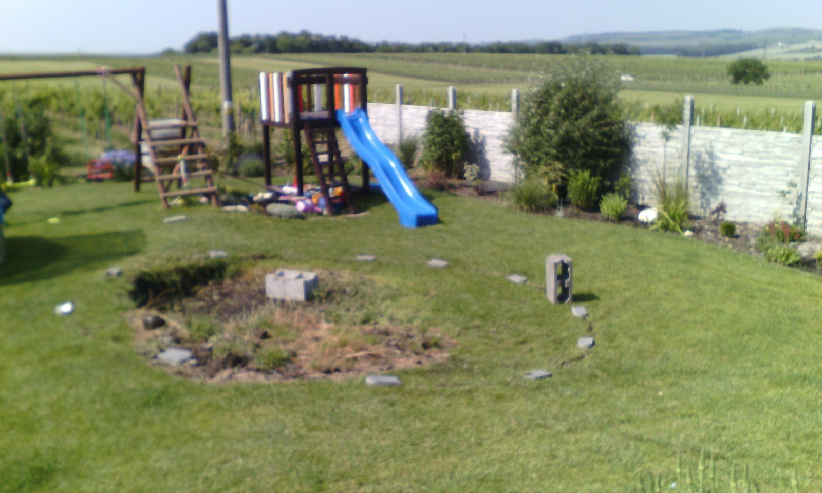 Bazén na zahradě - vyměřený prostor