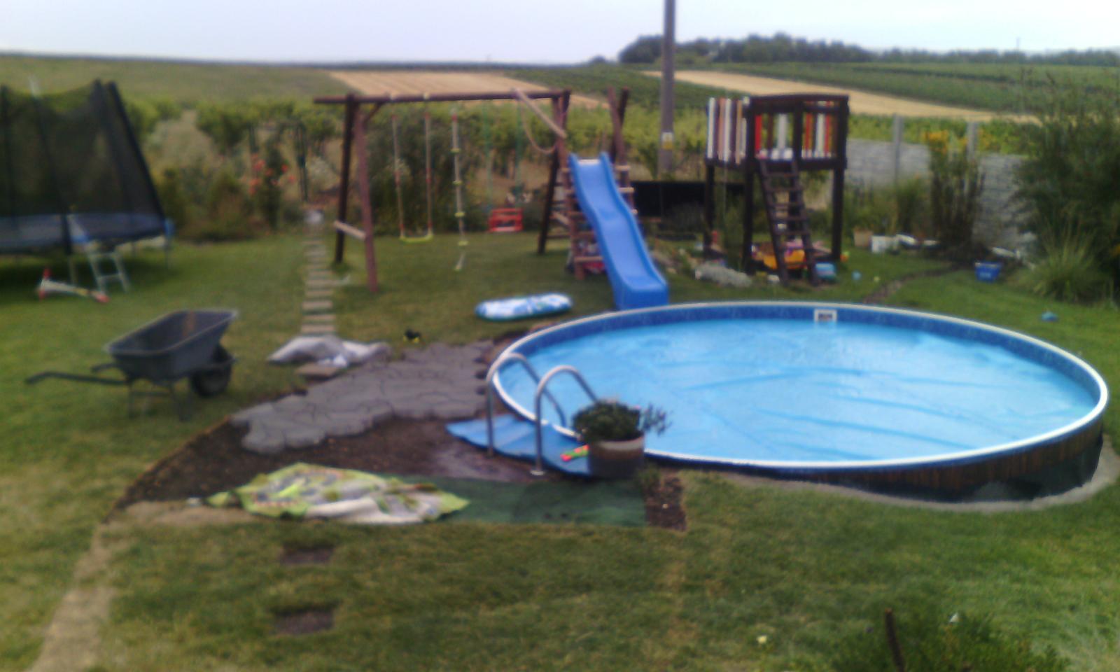 Bazén na zahradě - Obrázek č. 27