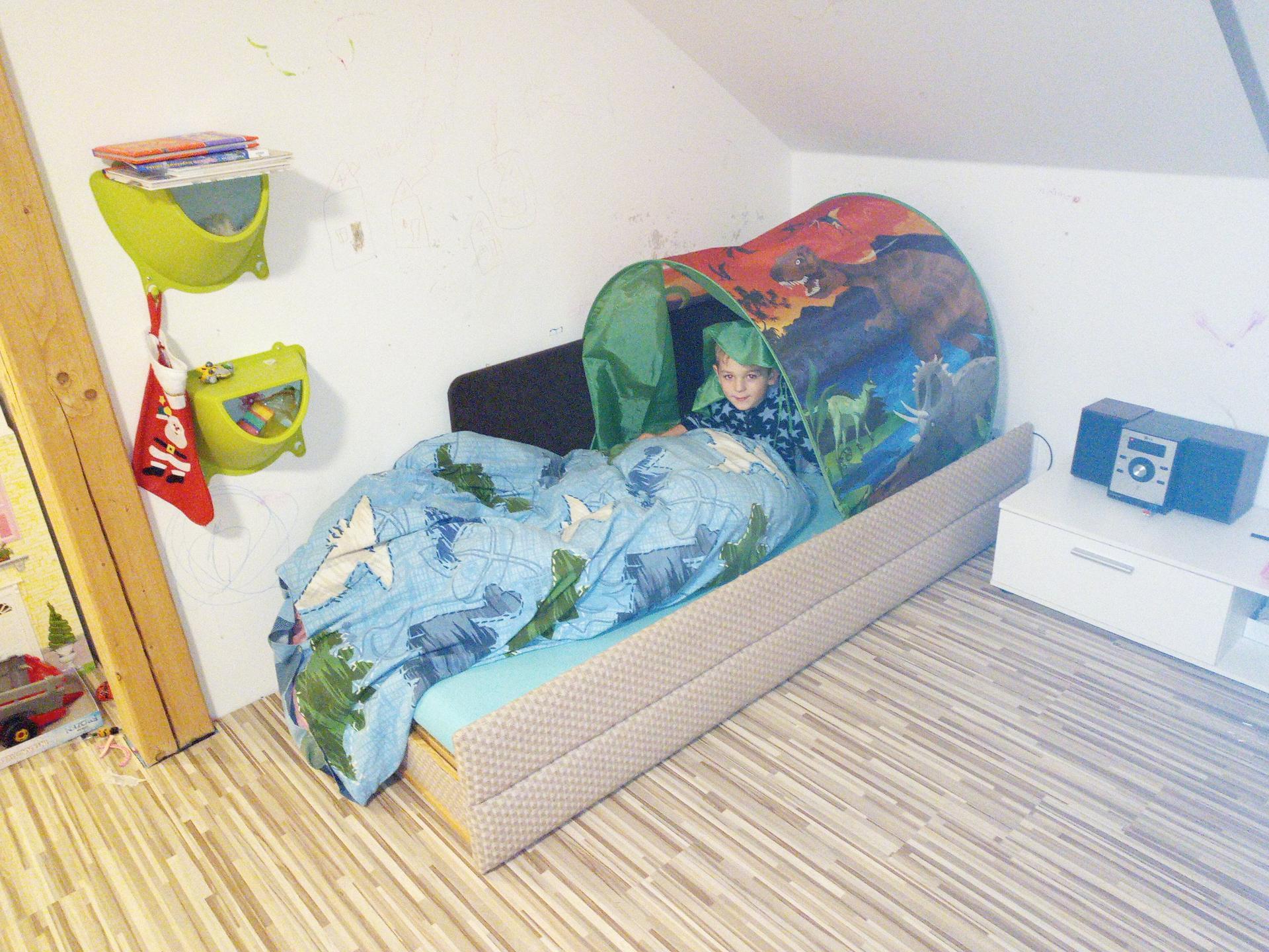 Společný pokojík v PODKROVÍ - od návrhu po realizaci - Moje stará postel