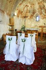 Tieto stoličky by som chcela mať v kostolíku