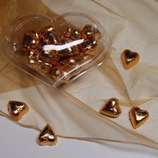 zlata/medena srdicka pro svatebni hosty