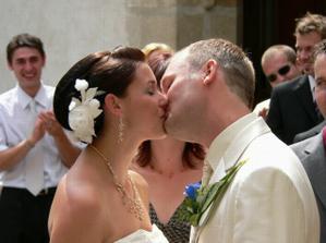 první políbení :)