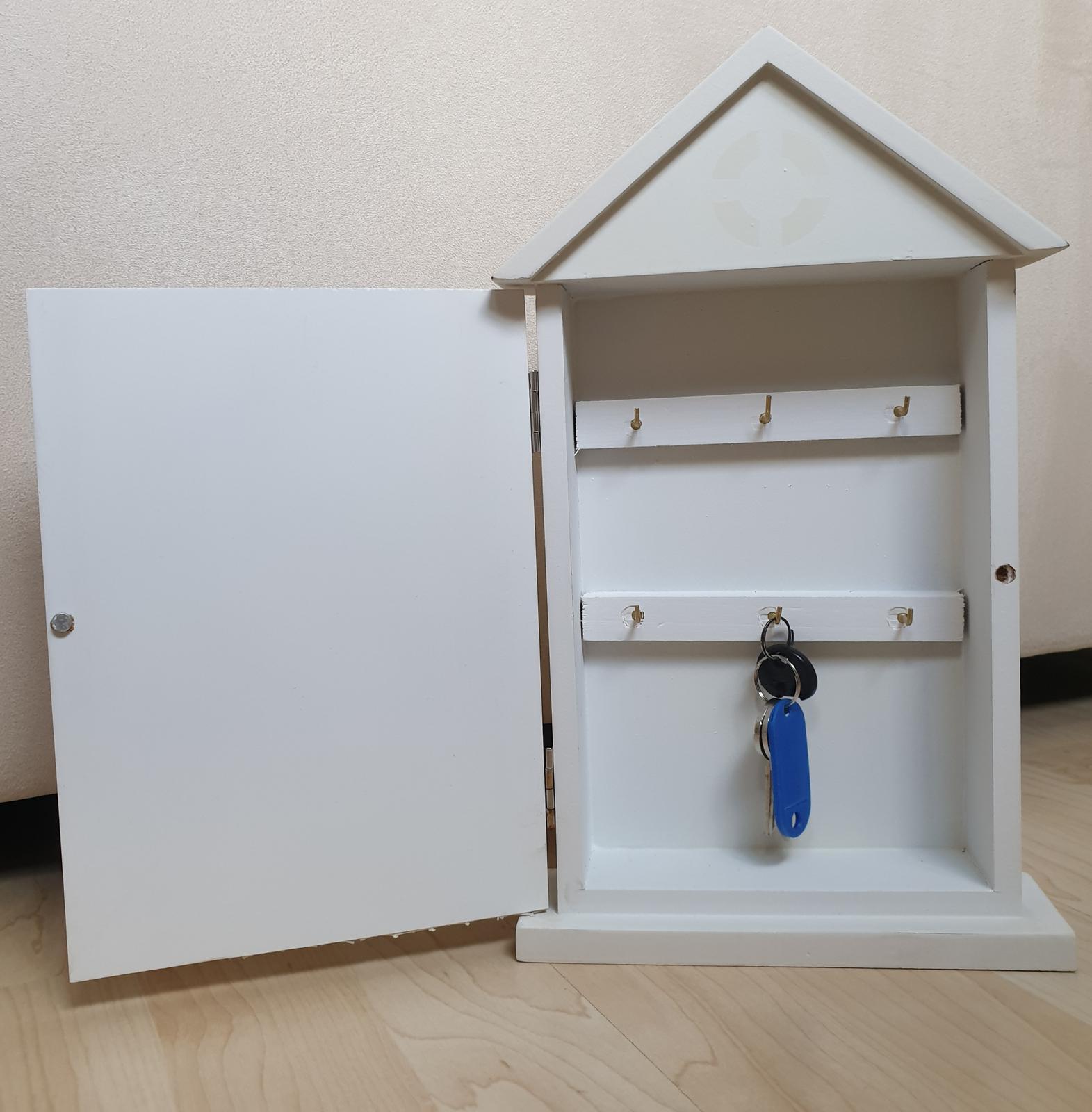 Drevená skrinka na klúče - Obrázok č. 2
