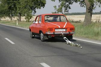 svadobné auto Dácia :)