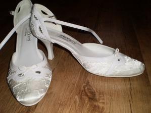 a moje svadobné topánky :)