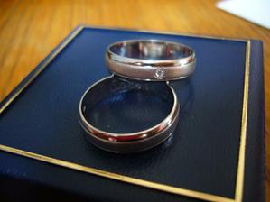 A nakonec jsme koupily tyhle snubní prsteny:-)