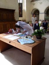.. s třesoucí se rukou můj první podpis novým jménem.