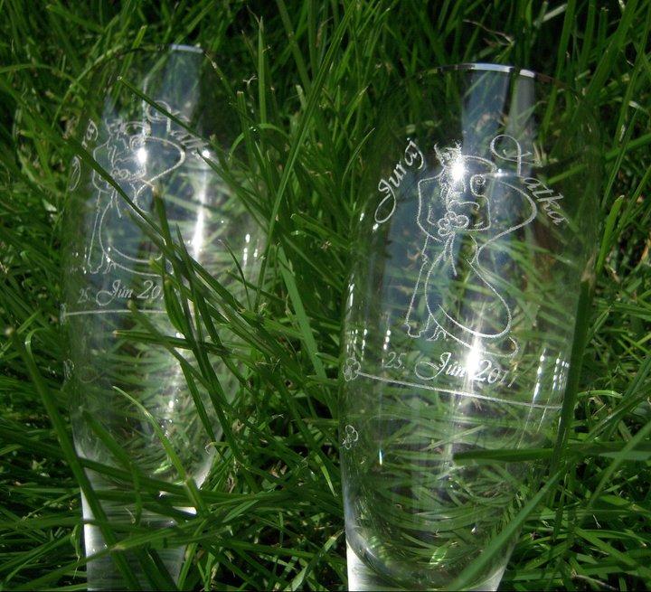 Katka{{_AND_}}Ďuri - naše krásne svadobné poháriky (kto by povedal že už majú 30 rokov ... manželovi rodičia ich dostali ako svadobný dar :), gravírovanie je samozrejme nové :)