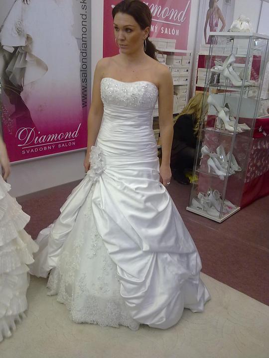 Naše svadobné prípravy :-)) - saty ambrosia...velmi ma este rozsiruju :-( takze nebudu..