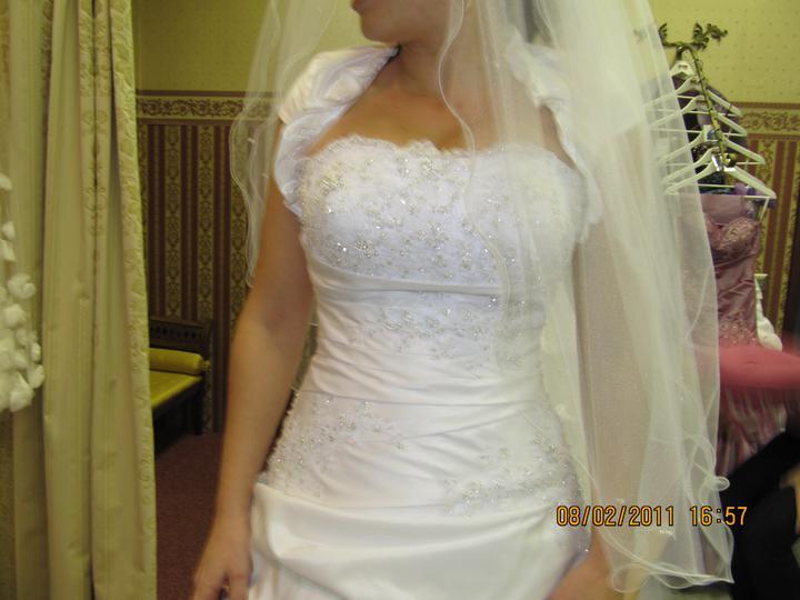 Naše svadobné prípravy :-)) - Detail na moje šatičky...