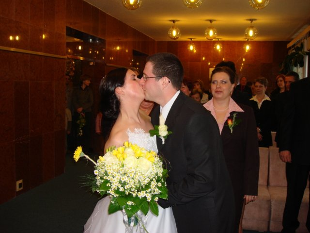 Žanet Králová{{_AND_}}Dušan Pavliga - prvá manželská pusa