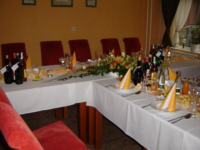 Žanet Králová{{_AND_}}Dušan Pavliga - svadobný stôl