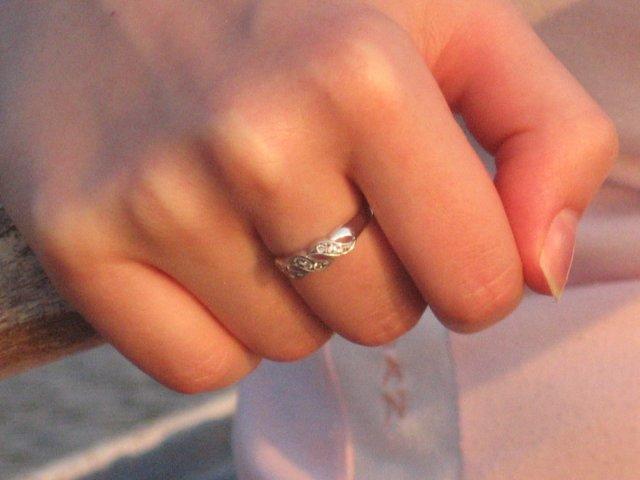 Peťko a Evka...14.7.2007 :) - môj snubný prsteň...peťko ma požiadal o ruku na člne pri západe slnka :)