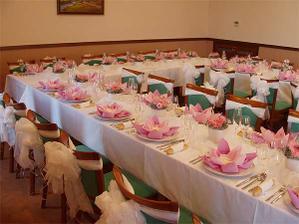 svatební tabule bude lazena do bílo-růžové