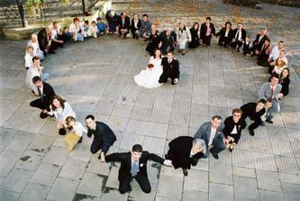 krasny nápad na fotku...kdo ukecá svatebčany???
