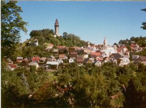 tohle je moje rodné městečko - Štramberk, tady bude obřad venku pod tou věží - Trúbou