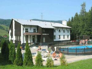tady bude svatební hostina a ubytování pro všechny hosty. Jen ten bazén asi v dubnu ještě neužijeme :))))