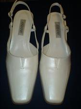 tohle jsou moje svatební botky ....