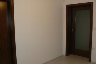 Dveře od samost. wc a posuvné dveře