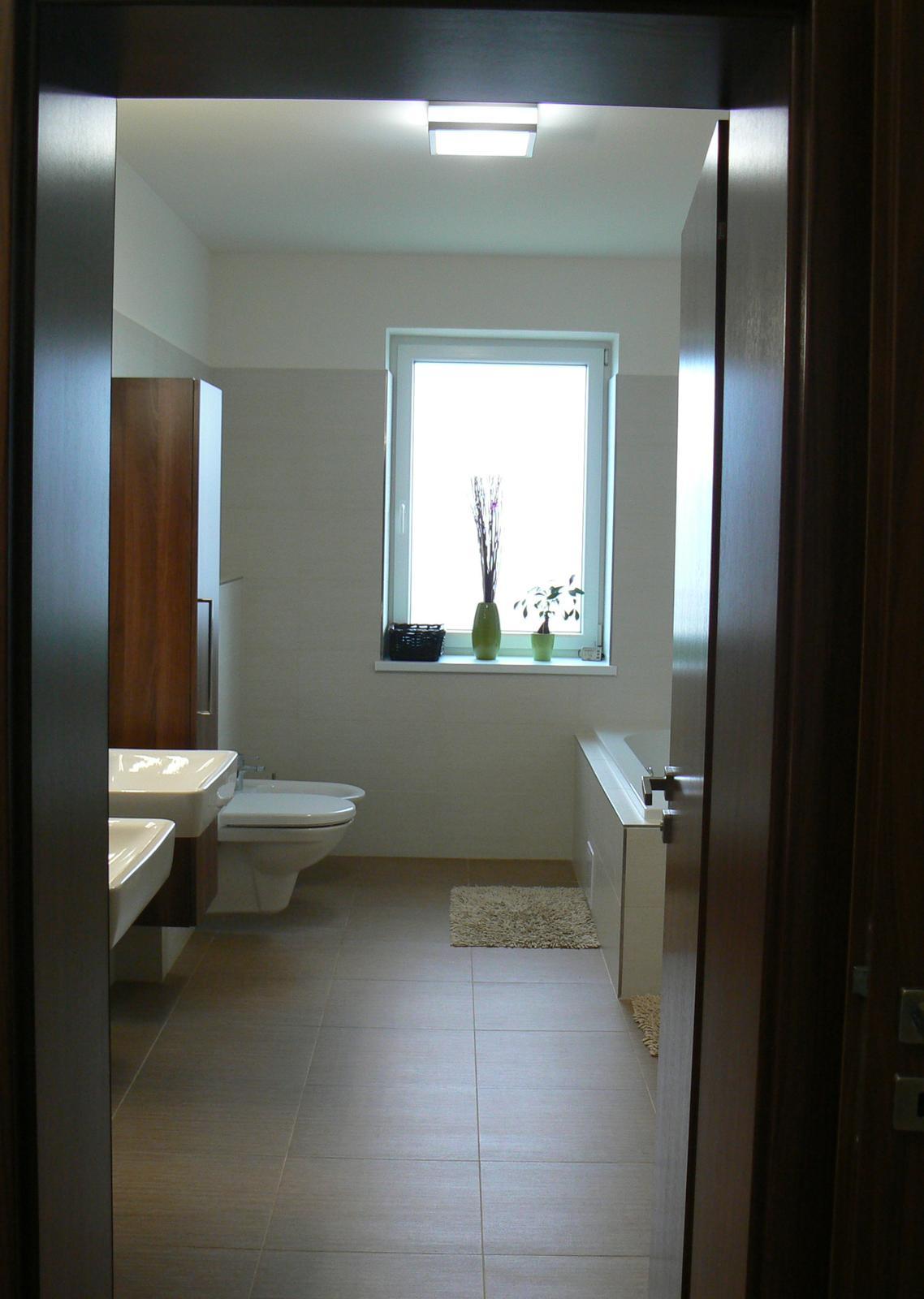 """A začíná další nová životní etapa ..... - Koupelna v """"klidové"""" části domu - obklad Rako DEFILE, sanita Laufen, doplňky TESCO, IKEA, zrcadlo sklenář na míru, skříňky stolař na míru"""