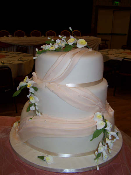Cake and other things... - we like this but with red flowers
