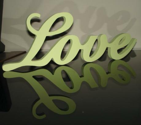 """Dekorácia """"Love"""" - zelenkastá - Obrázok č. 1"""