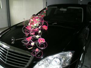 ..a svadobná výzdoba na autíčko..:))