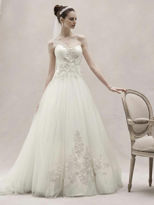 Wedding dress inspirations - A romantic Oleg Cassini