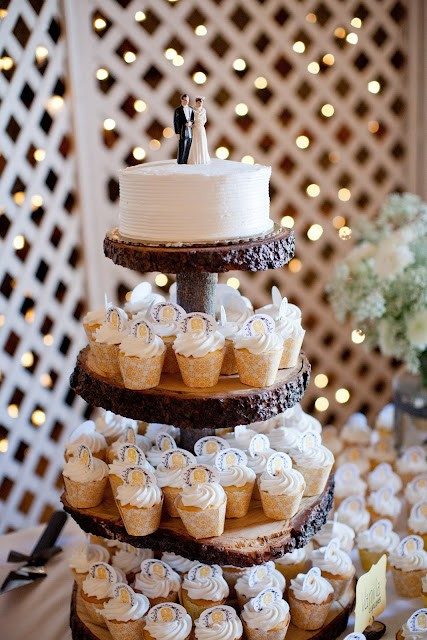 Wedding cake inspiration - Tree stump cake stand