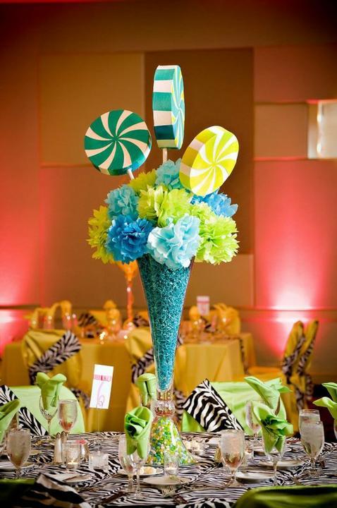 Wedding decoration inspiration - Wedding centrepiece - candy inspired!