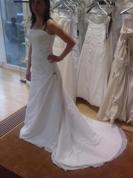 Smotanové svadobné šatky - Obrázok č. 1