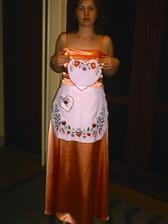 saty po polnoci, aj so zasterkou, ktoru vysivala mama este na jej svadbu... :)