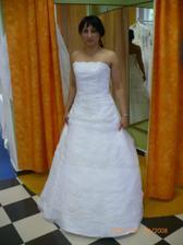 nelinka v šatičkách na svatbu