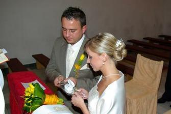 V kostole posvätenie prstienkov