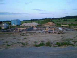 Pohled před budoucím domem
