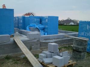 Po zimním odpočinku začínáme stavět 4/2010