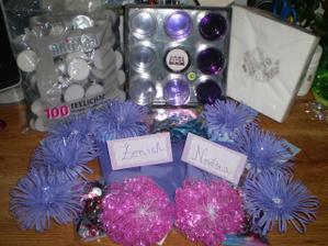 Něco na dekoraci stolů, ubrousky do košíčků, balonky na výzdobu atd.... velký dík patří především mé sestře Evičce