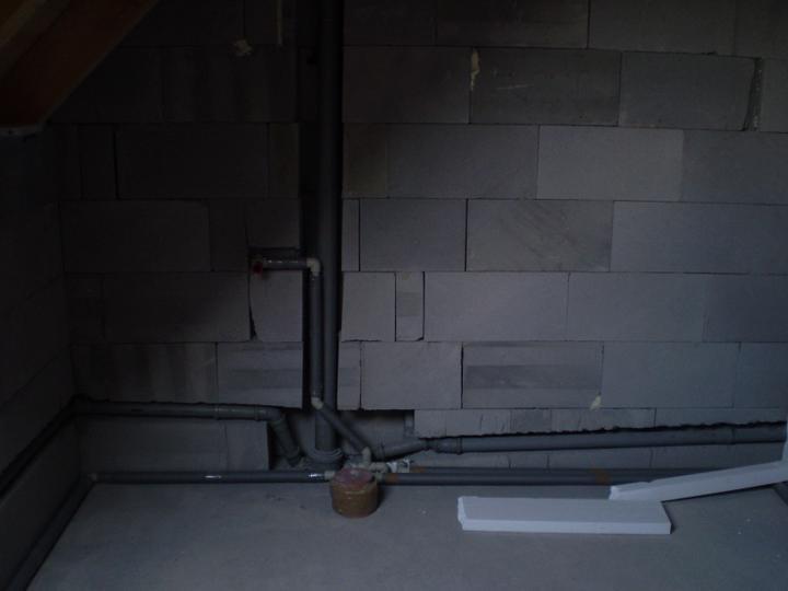 Budoucí záchod - spojen s koupelnou
