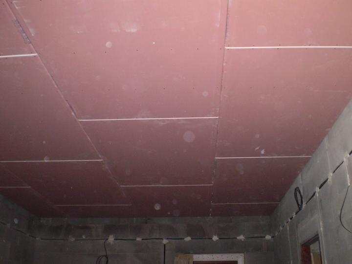 V garáži