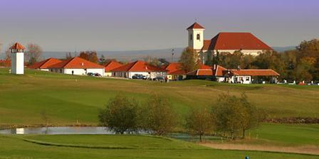 tak na tomhle krásným místě, v hotelu Golf, odkud je výhled na skoro celý Slavkov a okolí, budeme trávit svatební noc a ráno... :o)