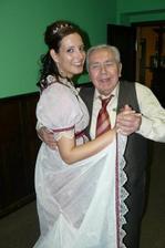 na hostině v podvečerních hodinách došlo i na tanec s milovaným dědečkem... :o)