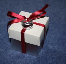 krabičky na svatební mandle budou vypadat takto