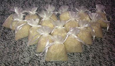 pytlíčky s rýží pro štěstí