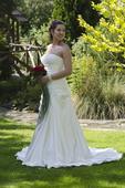Saténové svatební šaty s vlečkou, 38